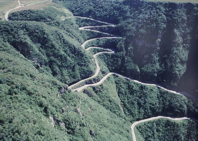 Vista panorâmica das curvas da Serra do Rio do Rastro