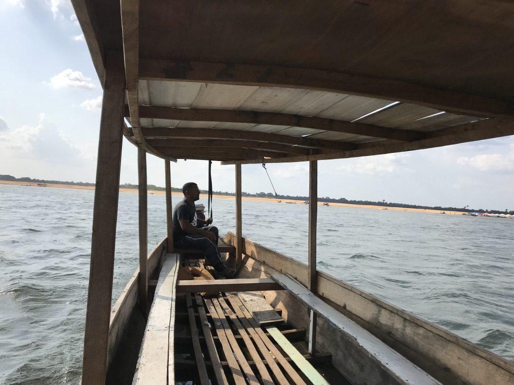 Foto canoa com o guia