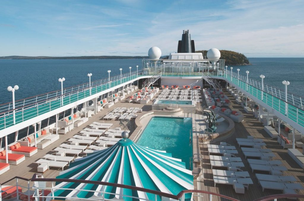 area da piscina do crystal symphony