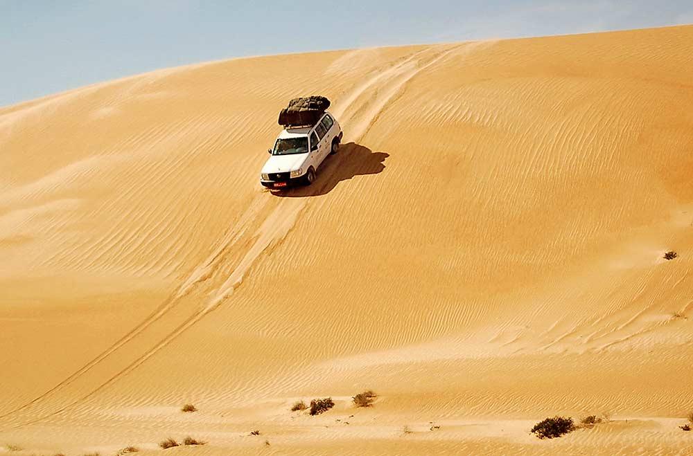 carro no deserto