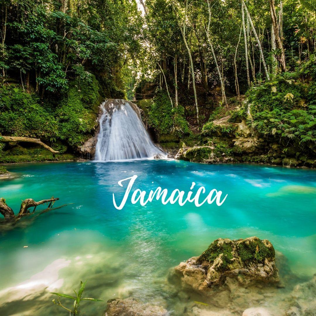 Cachoeira no tom azul turquesa e ao centro escrito Jamaica